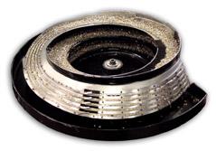 Custom tooled vibratory feeder bowl primer